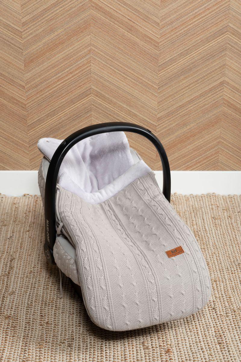 voetenzak autostoel 0 cable leem